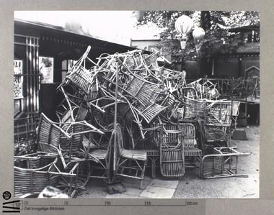 Møblement ved udedørs serveringssted, d. 10 November 1979