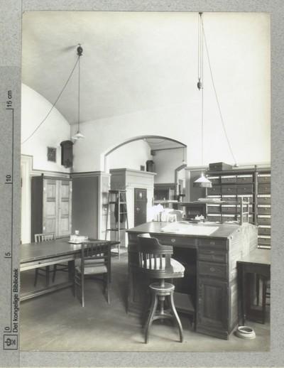 Rådhuspladsen, Kontor med skrivepult