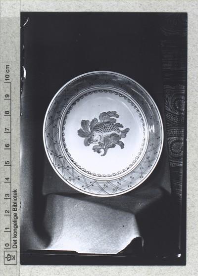 Smallegade, Den kongelige Porcelainsfabrik, tallerken