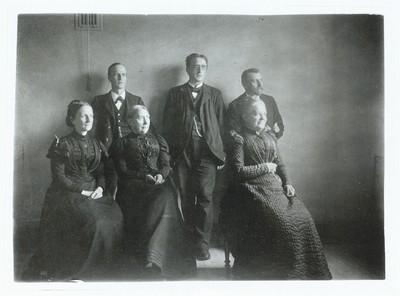 Marie Kruse med en del af sin lærerstab