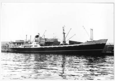 Motonau BENIZAR , de la Cia Trasatlantica , atracada al port de Barcelona