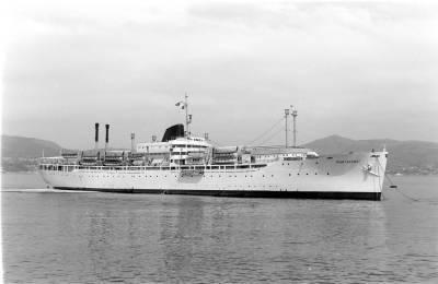 Paquebot MONTSERRAT , de la Cia Trasatlántica SA ,  navegant