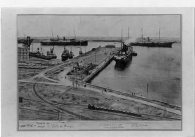 Vapors ISLA DE PANAY , ALFONSO XIII  i CATALUÑA , de la Cia Trasatlántica , atracats al Musel ( Gijón ).