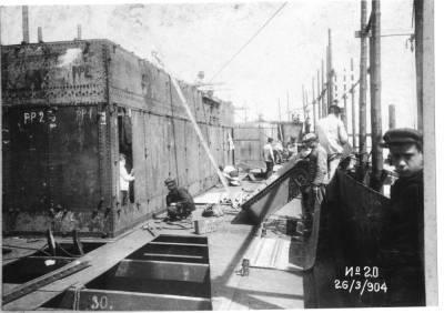 Construcció del vapor J BUSTAMANTE , de la Cia Trasatlantica , a la Factoria de Matagorda , treballs de la coberta del vaixell