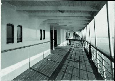 Coberta de passeig d'una embarcació no identificada , de la Cia Trasatlantica