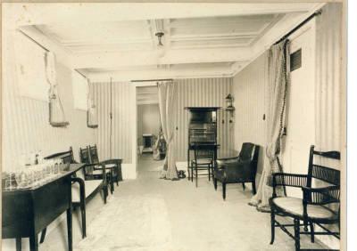 Interior d'un vapor no identificat , de la Cia Trasatlantica , sala privada d'un camarot