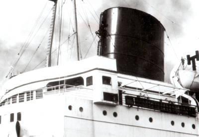 Vapor HABANA , de la Cia Trasatlantica , pont de comandament i xemeneia