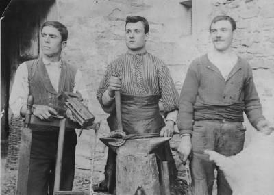 Artesans de La Pobla de Segur al 1905 aproximadament.