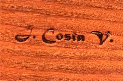 Signatura al foc utilitzada per Joan Costa Vidal,  de fusta.
