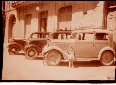 Cotxes de cal Farrús guarnits per Sant Cristòfol, 1949.