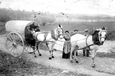Tartana de Carles Boschdemont el transportista que feia la línia de Sant Jaume de Llierca a Girona passant per Banyoles