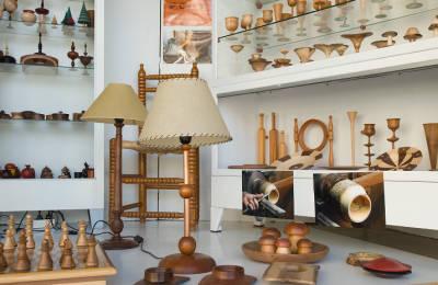 Exposició de peces de fusta de Joan Costa Vidal al Comú de Particulars de Pobla de Segur.