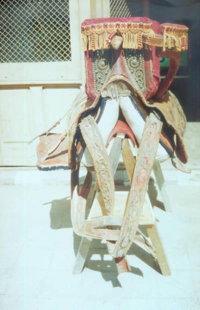 Fotografia d'un silló pallarès treballat pel Boluña, baster de Tremp.