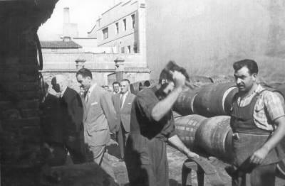 Josep Talaveron Masdeu, al pati de l'empresa vinícola De Muller