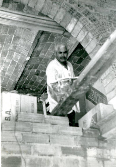 Josep Romero Pérez, guixaire, treballant a casa seva a Tremp (Pallars Jussà).