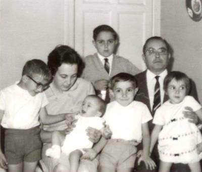 El matrimoni Portet-Boixareu amb els seus cinc fills, a La Pobla de Segur.