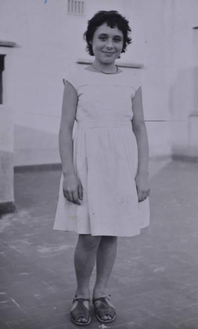 Retrat de Leonora Milà en un terrat