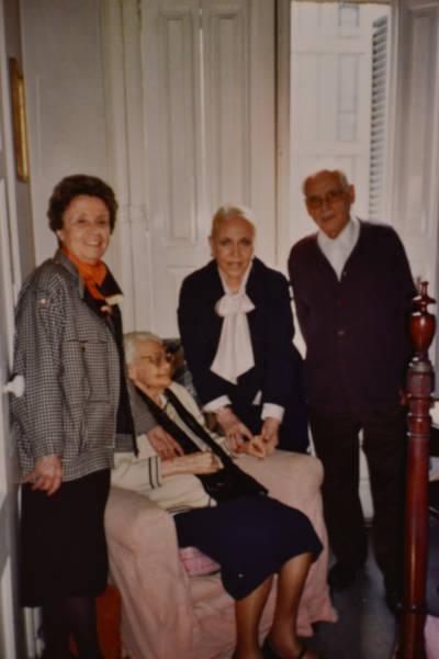 Lourdes Cabana i Josep Maria Vivancos visiten Maria Canals