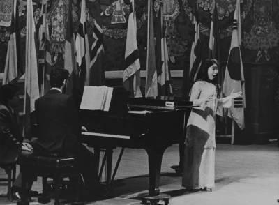 La cantant Yumiko Goto, durant la Prova Final de la XIX edició del Concurs Maria Canals, al Palau de la Música Catalana