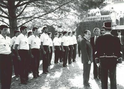 Alumnes formats al pati en situació de descans davant del President de la Generalitat de Catalunya