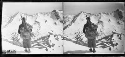 Un alpinista al pic Castanesa i vista de la punta Gallinero i la tuca i el coll de Basibé