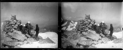 Grup d'alpinistes a l'Aneto amb neu