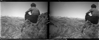Excursionista asseguda sobre una roca a Sant Maurici