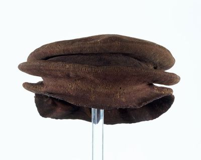 Felted cap, English, 16th century. Felted cap knitted in thick reddish brown wool with two overlapping brims.  Knitted and felted wool.
