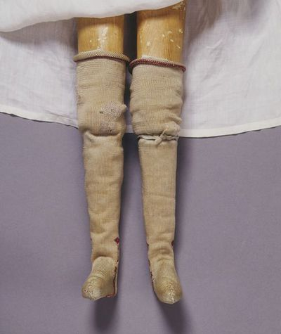 Doll's garter of silk ribbon, London, 1690-1700.
