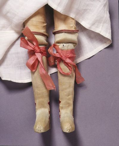 Pair of doll's garters of tabby silk, London, 1690-1700.