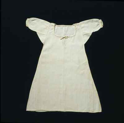 Doll's shift of linen, British, 1690-1730.