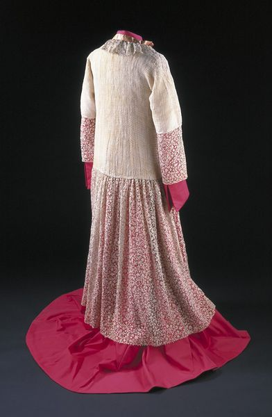 Alb of pleated linen trimmed with deep flounces of rose-point needle lace at hem, collar and cuffs; Venice, 1675-1699. Alb of pleated linen trimmed with deep flounces of rose-point needle lace at hem, collar and cuffs