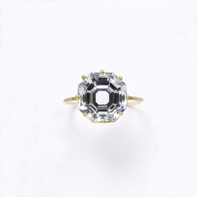 Ring, colourless sapphire, octagonal and faceted in a gold mount, made in Europe, 1800-1869.Ring with a faceted, octagonal colourless sapphire in a coronet mount.Faceted colourless sapphire in gold.