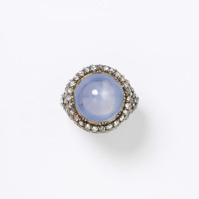 Ring, star sapphire with a border and shoulders of rose-cut diamonds, in a gold setting of the late eighteenth century, made in Europe.Ring of star sapphire with a border and shoulders of rose-cut diamonds, in a gold setting.Star sapphire mounted in gold, with rose-cut diamonds.
