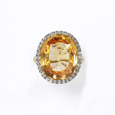 Ring, orange sapphire with a border of brilliant-cut diamonds, in a gold setting of about 1850, made in Europe.Ring with an orange sapphire within a border of brilliant-cut diamonds, in a gold setting.Orange sapphire set in gold with brilliant-cut diamonds.
