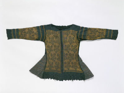 Knitted silk jacket, Italian, 17th century. Loose fitting jacket of green and silver-wrapped yellow silk thread, made from hand or possibly frame-knitted rectangular panels, hand-sewn together.  Silk thread, silk thread partially wrapped with silver.