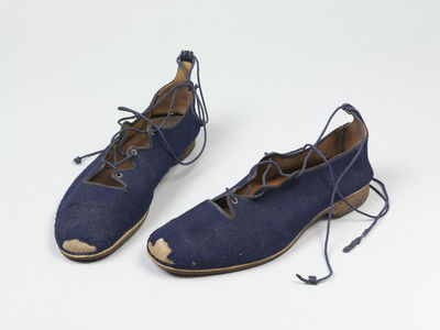 Pair of men's shoes, leather with blue wool uppers, British, 1900-1910.