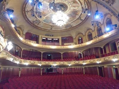 Nationaltheateret i all sin prakt.
