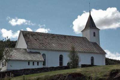 Myking kyrkje og kyrkjegard