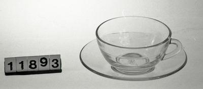 Glasskopp med tefat