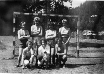 Jentelaget i handball til Hemsedal Idrettslag.