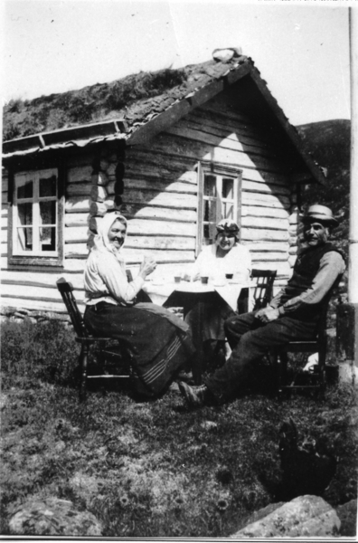 Knut Sletto ved den fyrste utleigehytta i Hemsedal, Sommerro, på Feten.