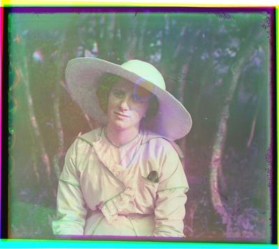 Portrett av kvinne med hatt.