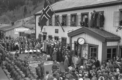 Grong stasjon med musikkorps m.m. i fredsdagene 1945
