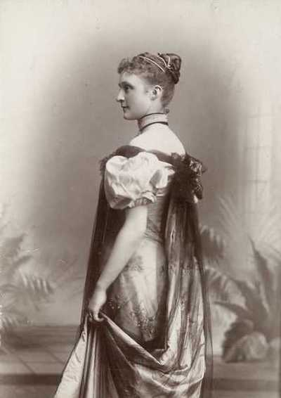 portrett, kvinne, stående knefigur, profil