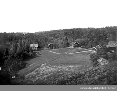 Sarabråten i Østmarka ligger ved nordøstre enden av Nøklevann. Thomas Heftye bygde sommerstedet Sarabråten. Arkitekter var H.E.Schirmer og Wilhelm von Hanno. Sarabråten blir regnet som det eldste utfratsstedet i Oslo.
