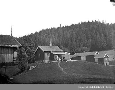 Sarabråten ble bygd av konsul Thomas J Heftye som sommerbolig. Innvielse Juni 1856