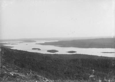 Utsikt fra Galgo-oaiv utover Vaggetem i Pasvikdalen.