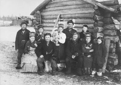 Skoltefamilien Antinovitsch Sverdloff fra Suenjel skolteby i russisk lappamark 1903