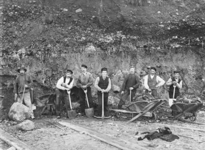 Arbeidslag ved Aktieselskabet Sydvaranger under anleggstiden 1907.